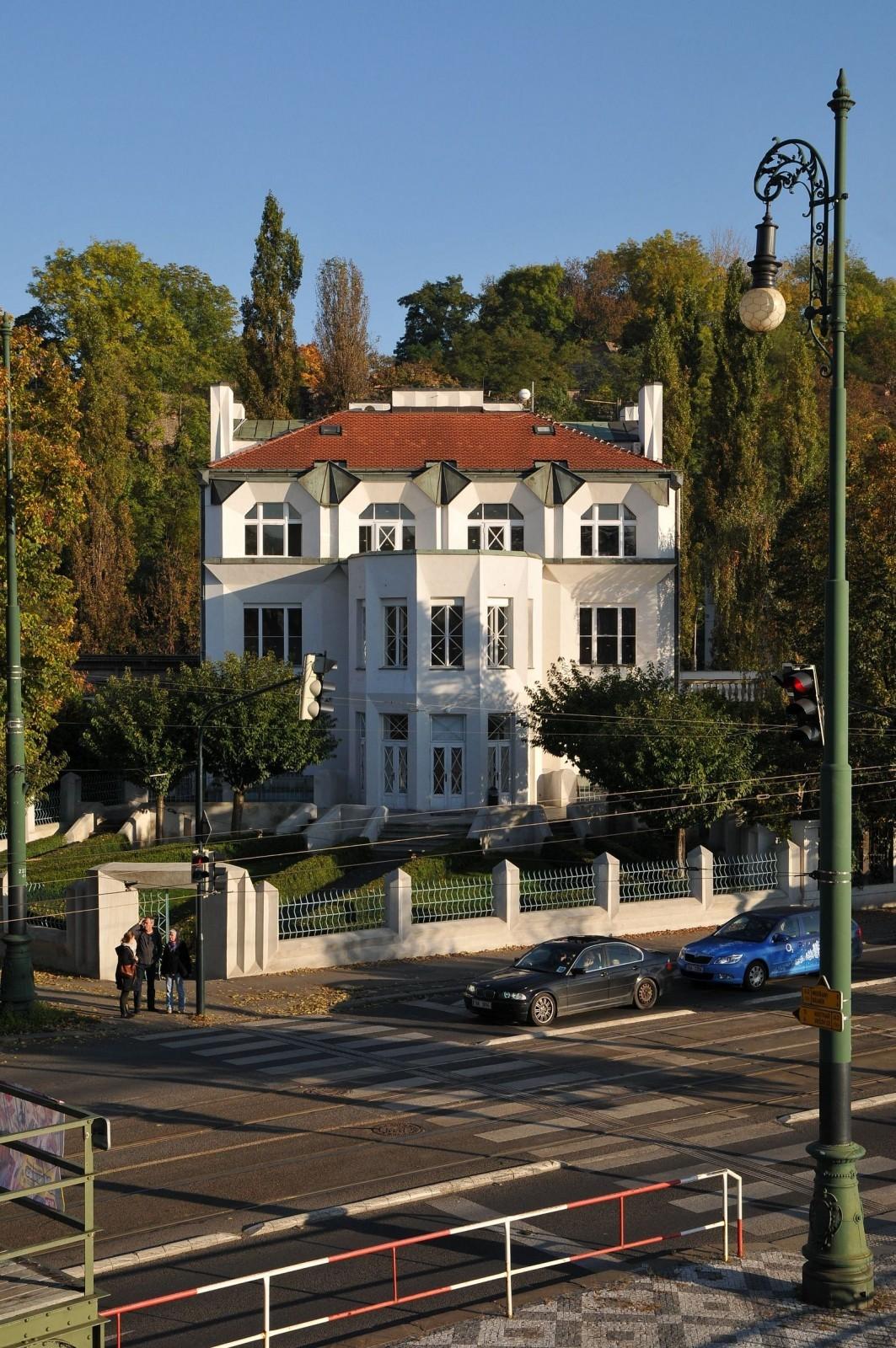 Avocode má momentálně k dispozici celé 1. patro této památkově chráněné vily.