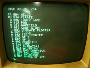 Apple DOS - Disketový operační systém od Applu.